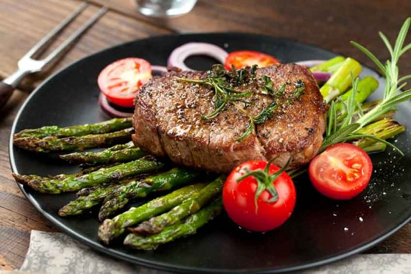 gruener-spargel-steak