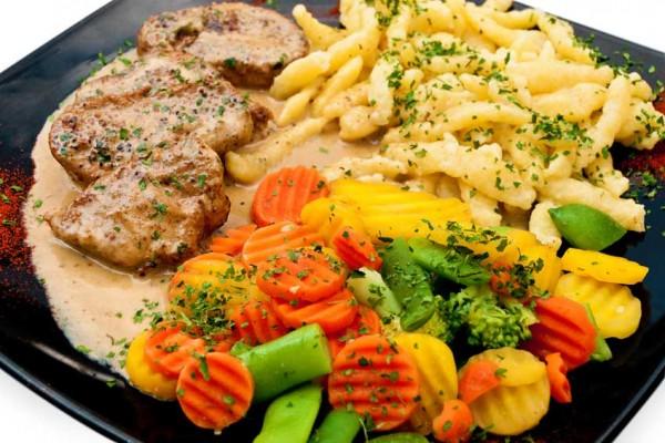 filetsteak-mit-spaetzle-und-gemuese